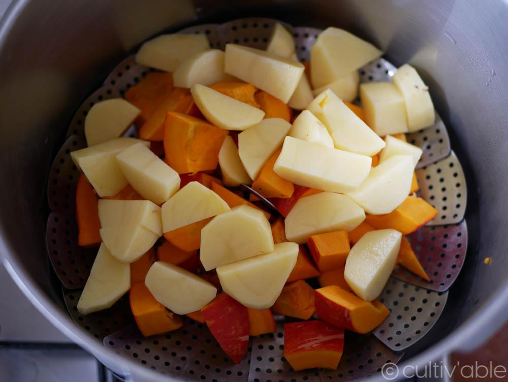 pommes de terre et potimarron sur panier de cuisson vapeur